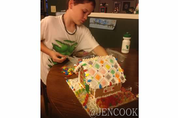 GingerBread-House2